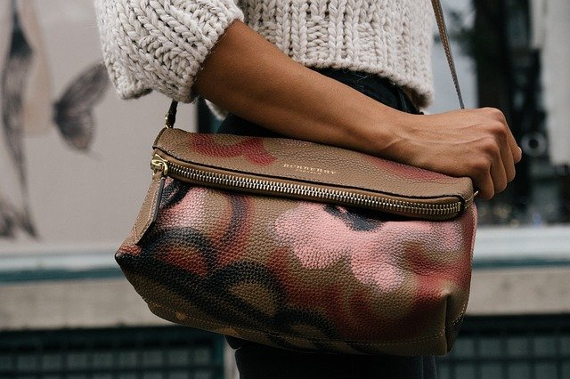 Modna torebka damska – dodatek, bez którego żadna kobieta nie wyjdzie z domu